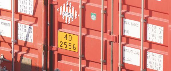 O que você precisa saber sobre transporte de cargas perigosas